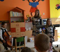Koncerty pro mateřské školky z projektu Mládež v akci: 27. 6. 2011, MŠ Holubova, Havířov